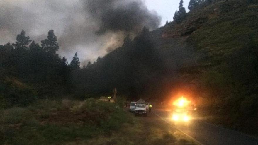 La furgoneta en llamas esta mañana.