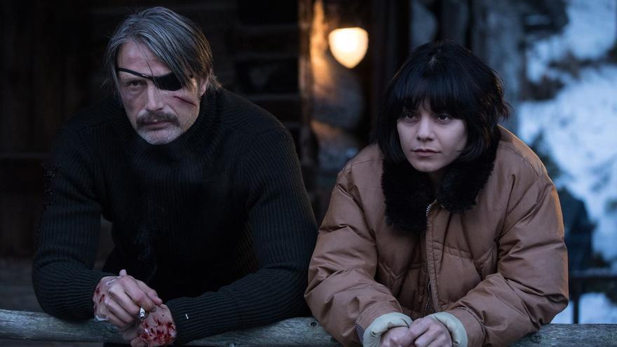 Mad Mikkelsen y Vanessa Hudgens en 'Polar'