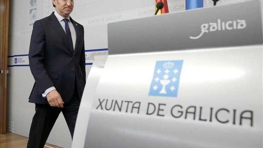 """Feijóo está """"convencido"""" de que Cospedal mantiene la confianza de Rajoy"""