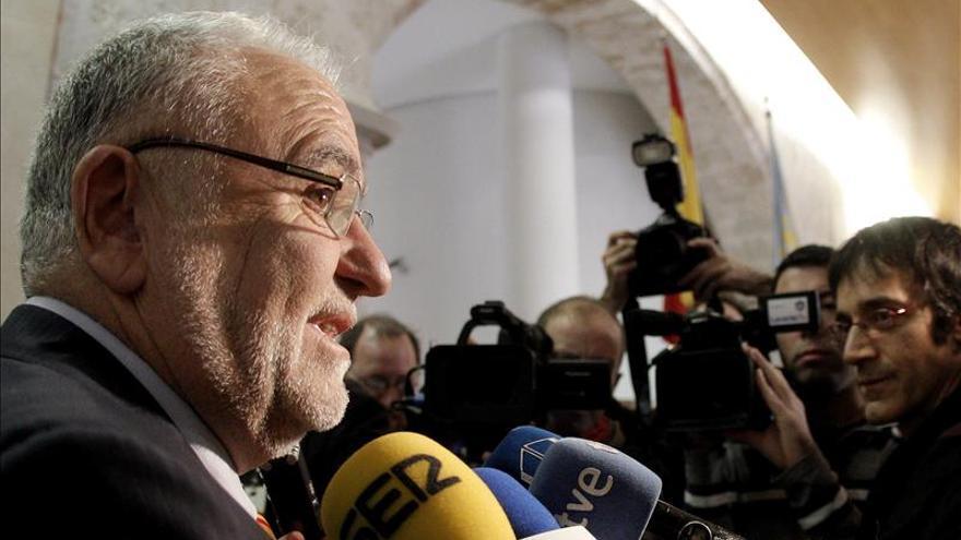 """Juan Cotino asegura que pone la """"mano en el fuego"""" por su familia"""