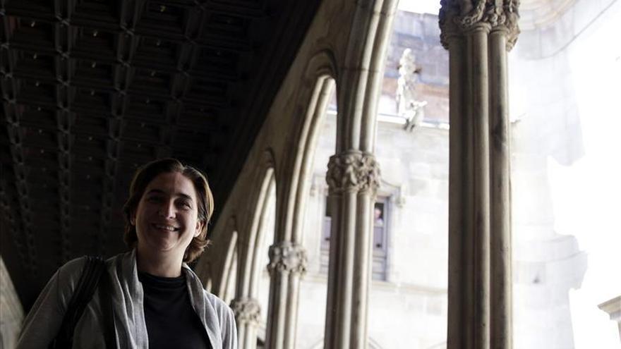 """Colau dice que se plantea poner límites a la """"carga"""" del turismo en Barcelona"""