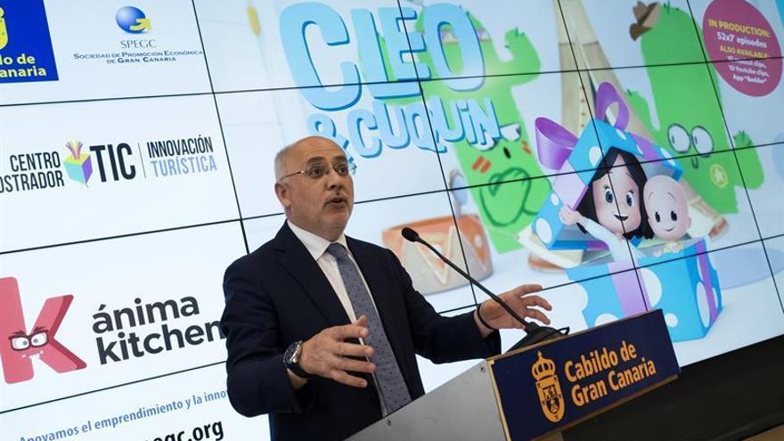 El presidente del Cabildo, Antonio Morales, durante el anuncio hoy ante los medios de que la empresa hispano-mexicana de animación Ánima Kitchent