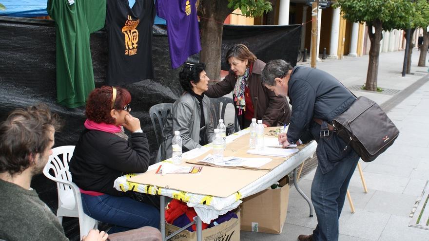 IU-CA apoya a las familias de 'La Corrala Utopía' en su protesta de la calle San Fernando