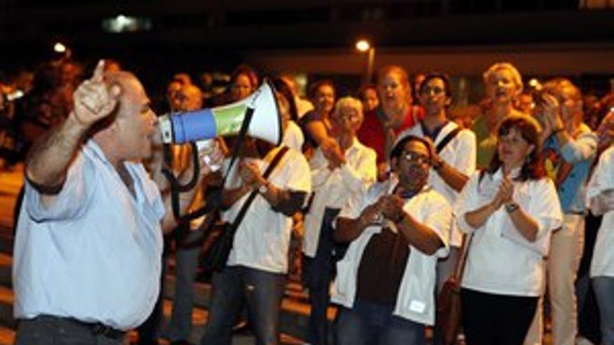 Manifestación de los empleados públicos ante la Presidencia del Gobierno de Canarias en la capital grancanaria. (ACFI PRESS)