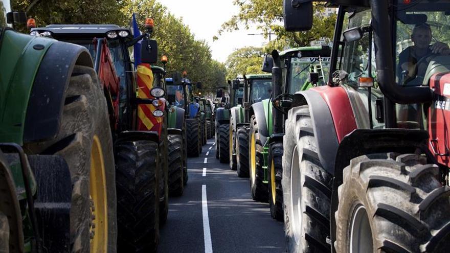 Un marcha reúne mil tractores en Lleida y Vic en apoyo al 1-O