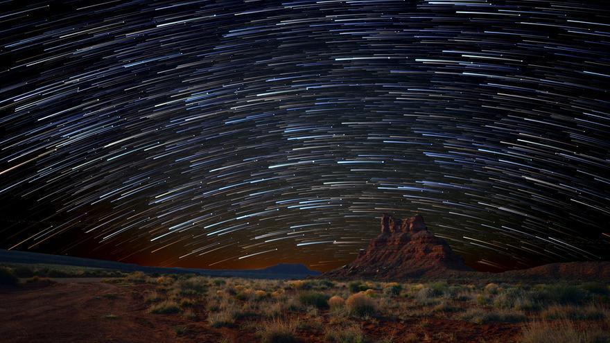 Monument Valley bajo las estrellas. Una de las ventajas de quedarse aquí más de una jornada es la posibilidad de disfrutar de noches espectaculares. John Fowler