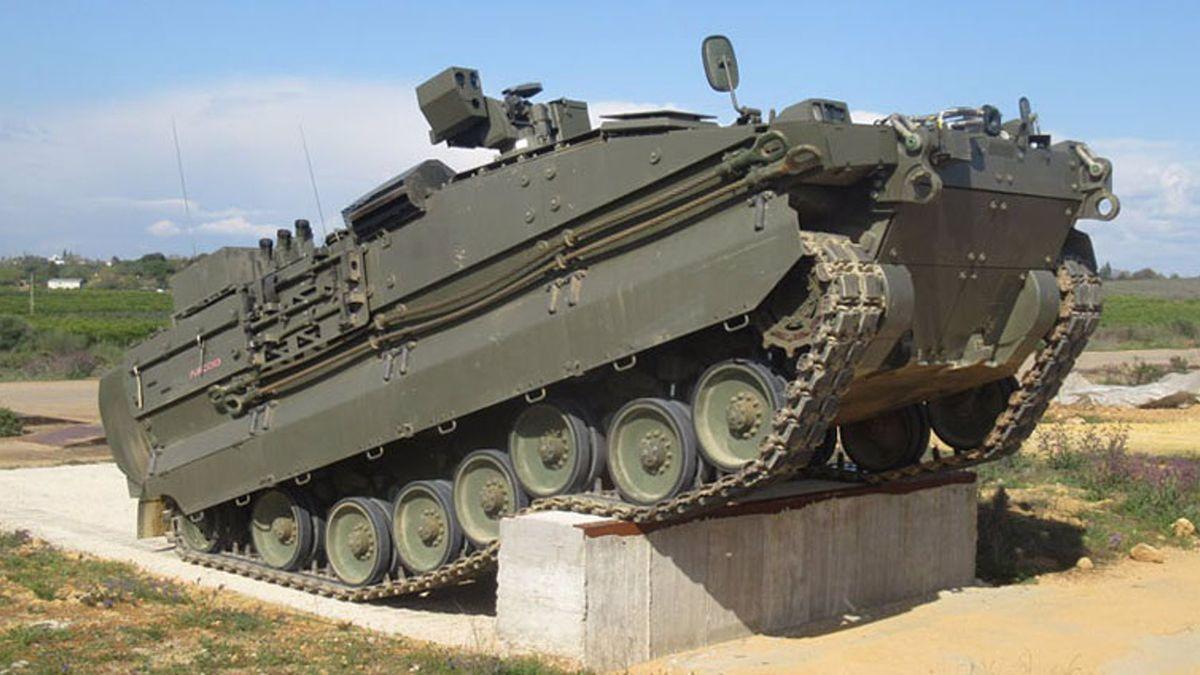El nuevo Vehículo de Combate de Zapadores (VCZ) 'Castor' en la pista de pruebas.