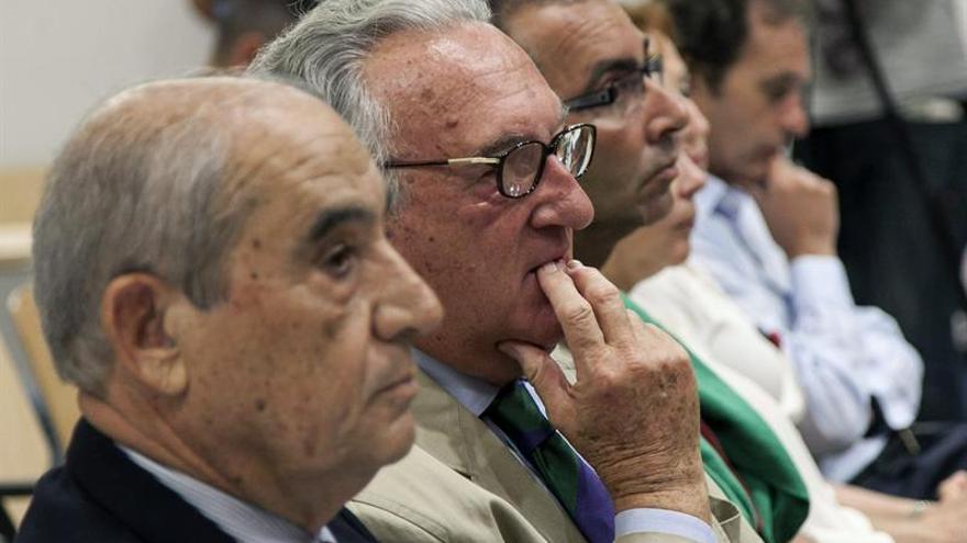 Dimas Martín y Francisco José Rodríguez Batllori, en la sesión de este martes del juicio por el caso Unión. EFE/Ángel Medina G.