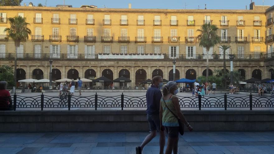 Vacaciones para extranjeros en Bilbao, entre la incomodidad de la mascarilla y el miedo al contagio