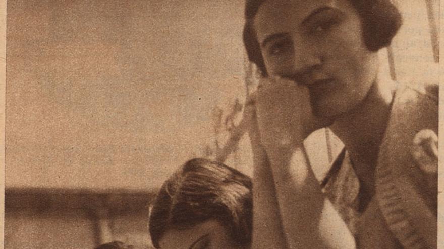 Residentes estudiando en la azotea de la Residencia de Señoritas. Fotografía publicada en la revista Estampa, Madrid, 24 de junio de 1933.