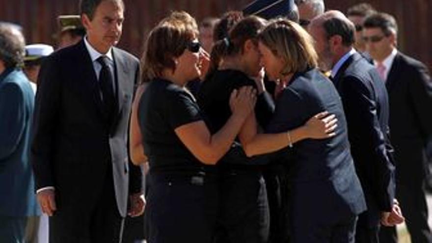 Zapatero preside el funeral por los guardias civiles en Afganistán