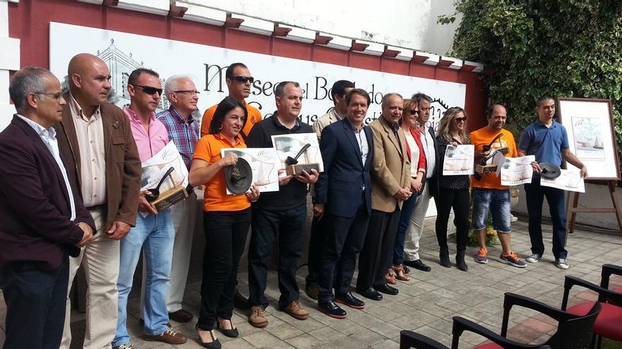 En la imagen, los ganadores de la III Ruta de Cruces y Tapas con las autoridades.
