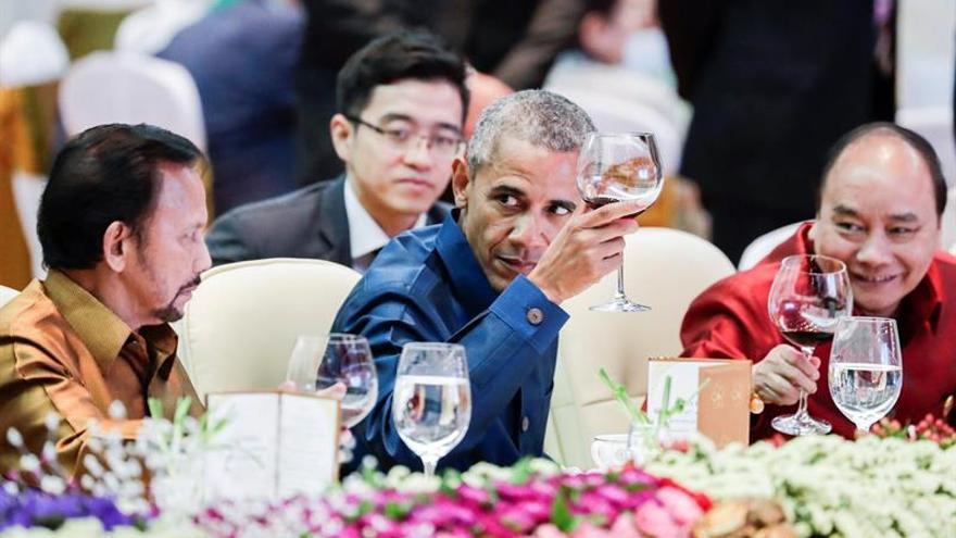 Obama y Duterte comparten mesa en Laos pero alejados tras el roce diplomático