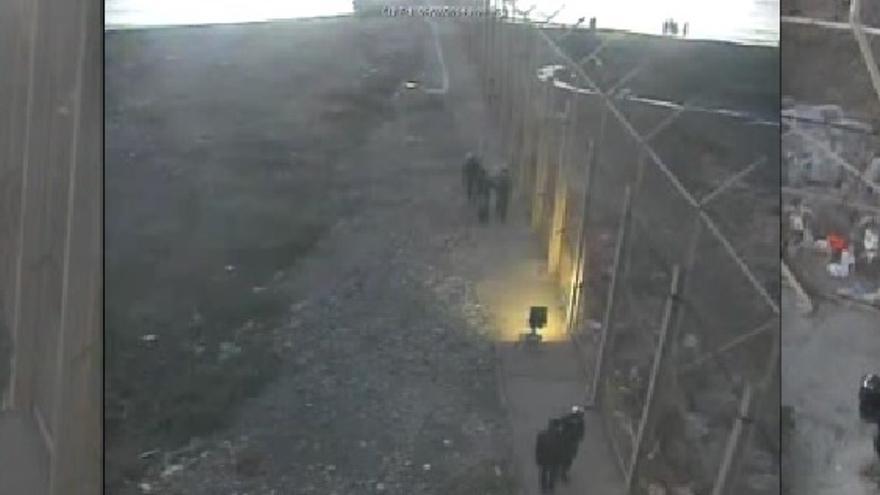 """""""Devolución en caliente"""" de tres personas en uno de los vídeos publicados por Interior"""
