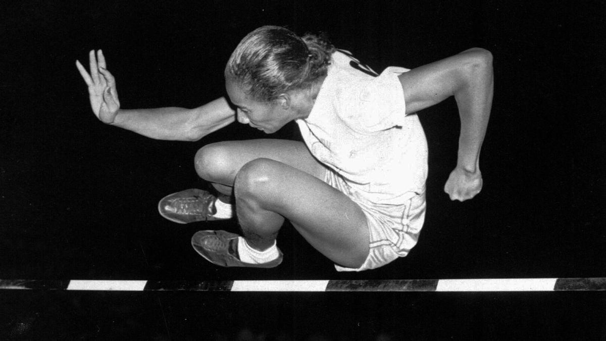 Alice Coachman, durante una competición en Iowa en 1948.