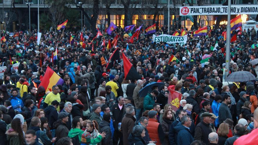 Miles de manifestantes llegados de varios puntos de España se han concentrado en la plaza de Colón. \ Fátima Caballero
