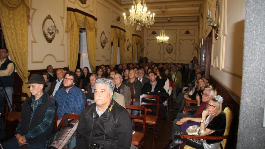 El salón principal de La Investigadora estaba casi abarrotado de público. Foto: JOSÉ AYUT.