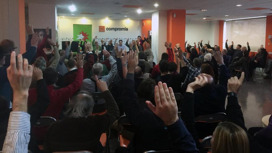 Iniciativa descarta en asamblea votar en favor de la investidura de Pedro Sánchez