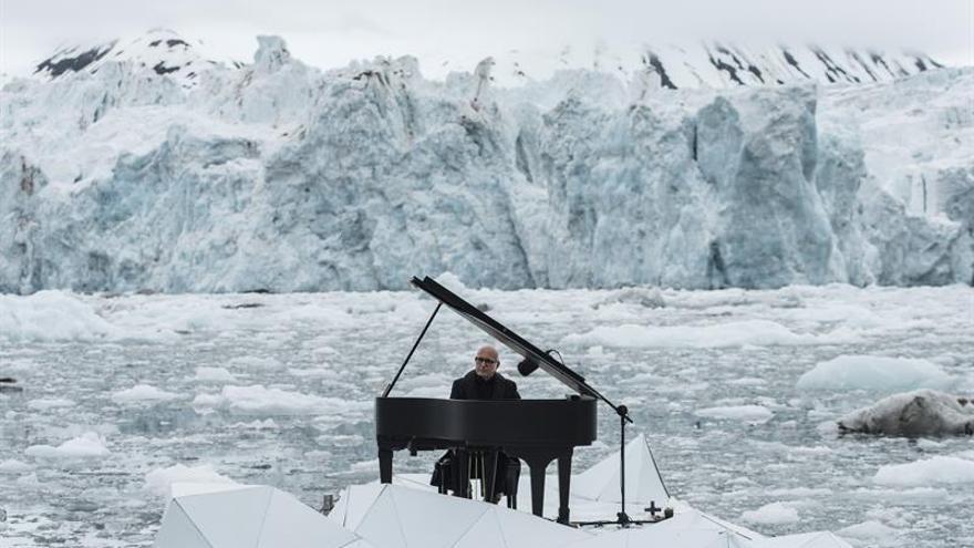 El pianista Ludovico Einaudi se une a Greenpeace para proteger el Ártico