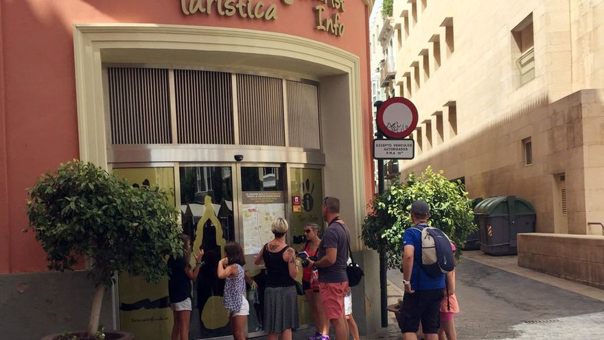 Oficina de información turística de Murcia cerrada en agosto