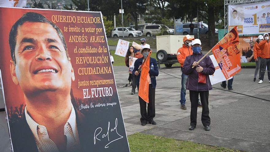 Rafael Correa pide en campaña, de puño y letra, el voto ecuatoriano para Andrés Arauz