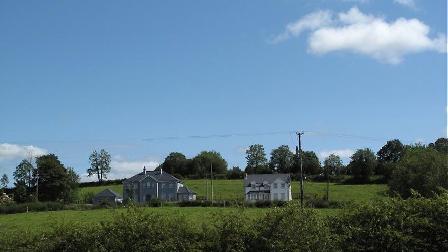 Casas cercanas a la frontera en el condado de Fermanagh