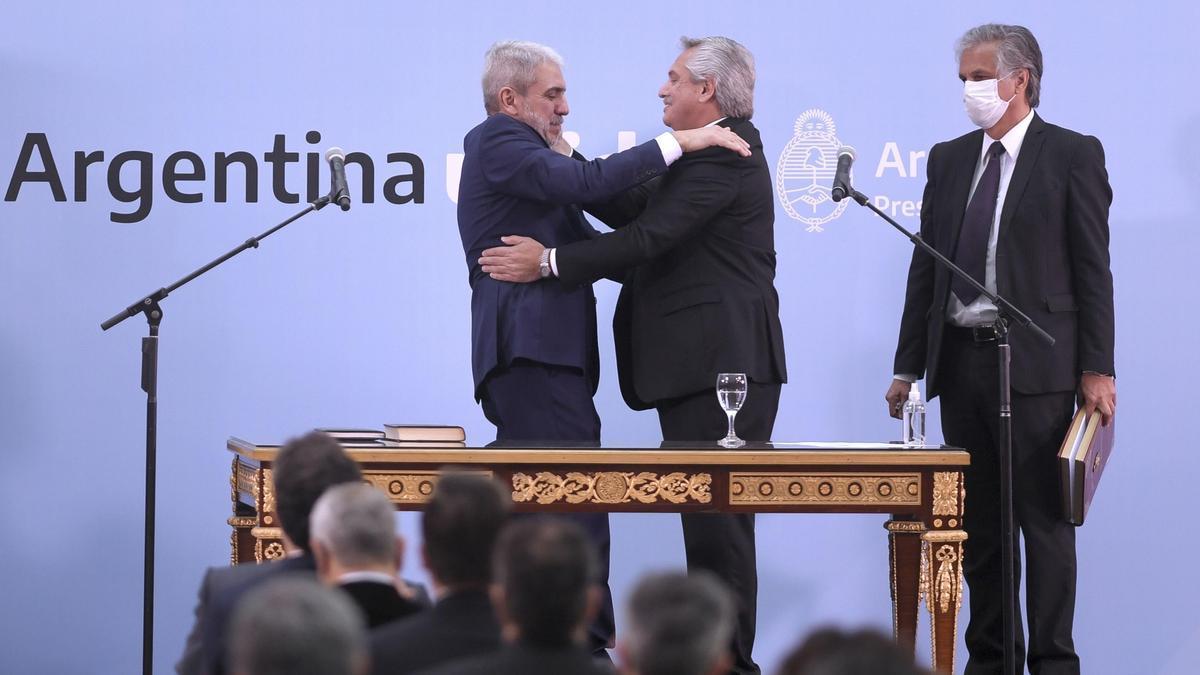 Aníbal Fernández jura como ministro de Seguridad. Vuelve a la conducción de las cuatro fuerzas federales después de 12 años.