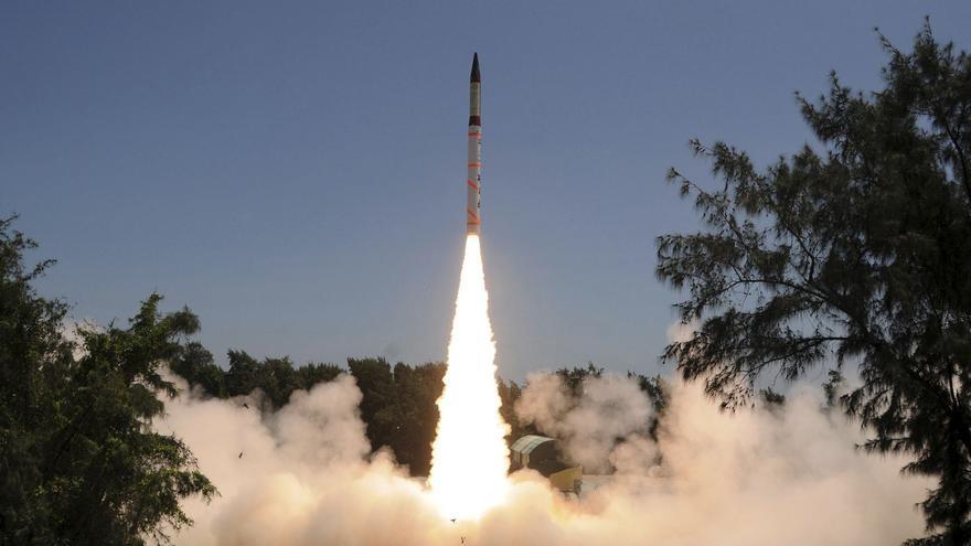 India prueba con éxito su misil balístico Agni III, con capacidad nuclear