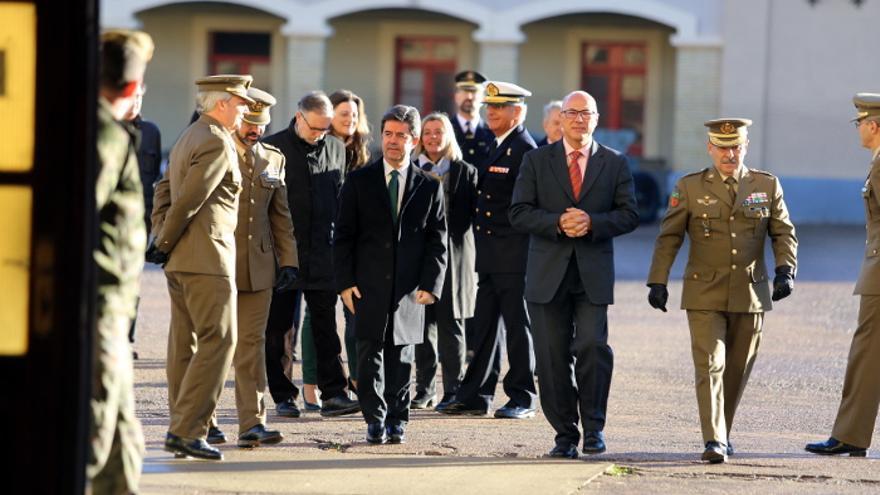 El alcalde de Huesca, Luis Felipe, y el secretario de Estado de Defensa, Ángel Olivares