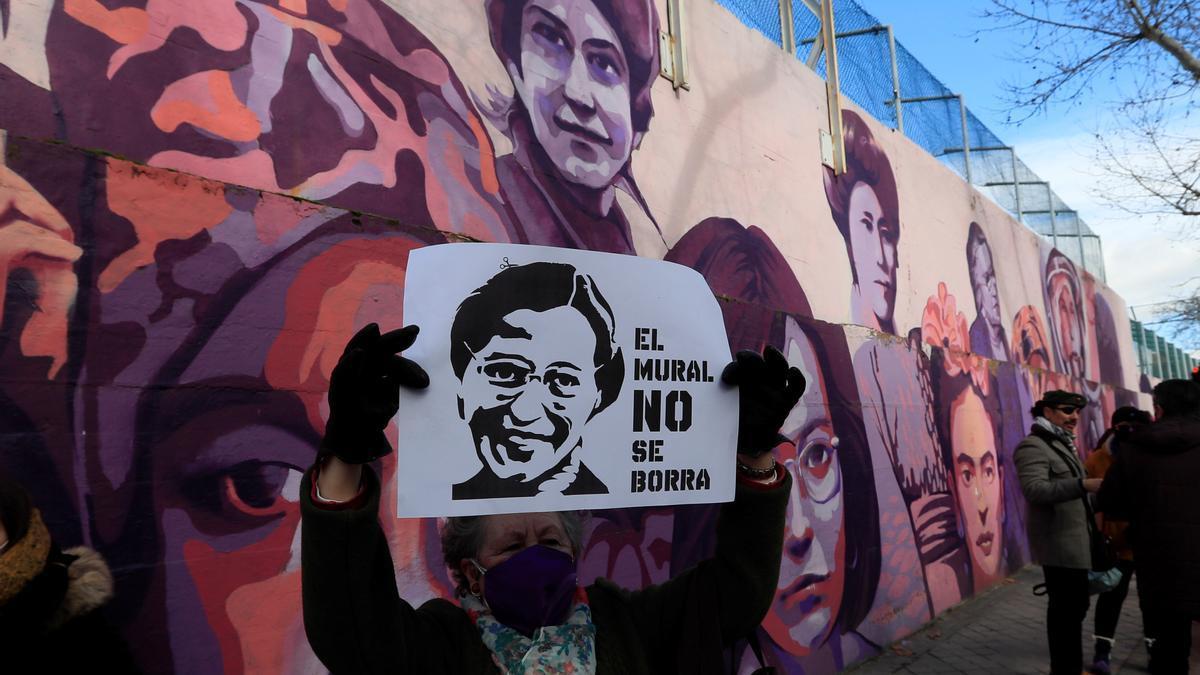 Concentración contra la retirada del mural de Ciudad Lineal (Madrid).
