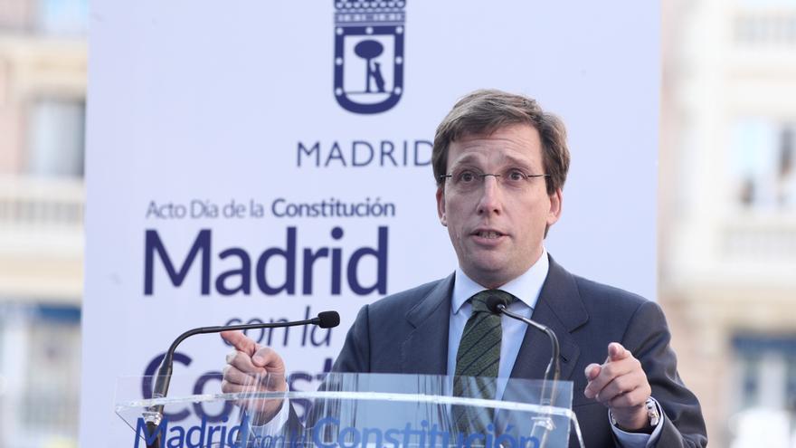El alcalde de Madrid, José Luis Martínez-Almeida, interviene en un acto de homenaje del Ayuntamiento de Madrid a la Constitución Española en la Plaza de Chamberí, en Madrid (España), a 5 de diciembre de 2019.