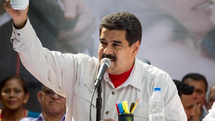 Maduro firma el decreto del alza de 52 por ciento al salario mínimo venezolano desde marzo