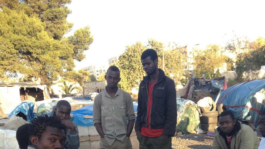 Campamento de inmigrantes subsaharianos en Fez, Marruecos / Elena González
