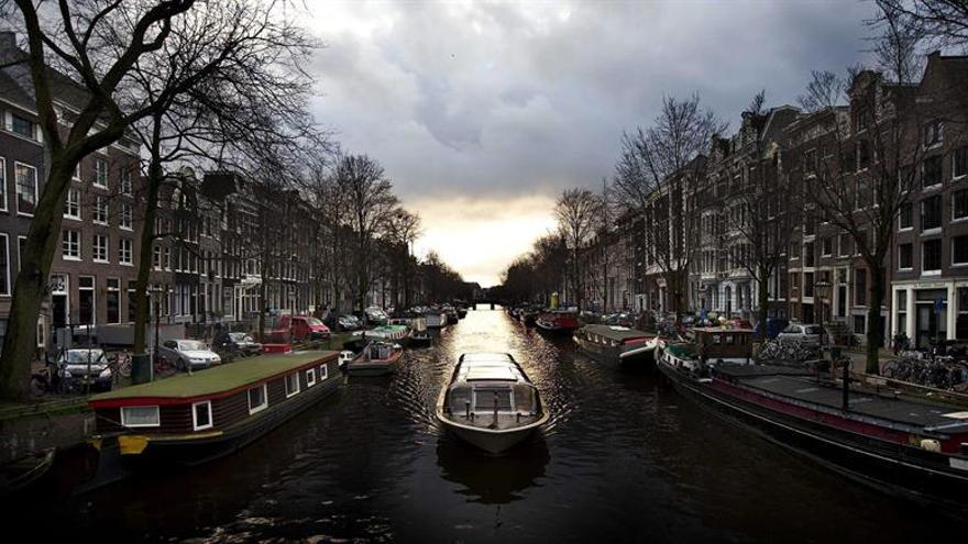 El ayuntamiento de Amsterdam busca aliviar la ciudad de turistas