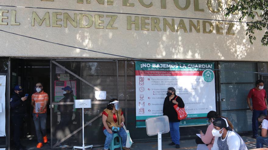 México rebasa 150.000 muertos con hospitales llenos y el presidente enfermo