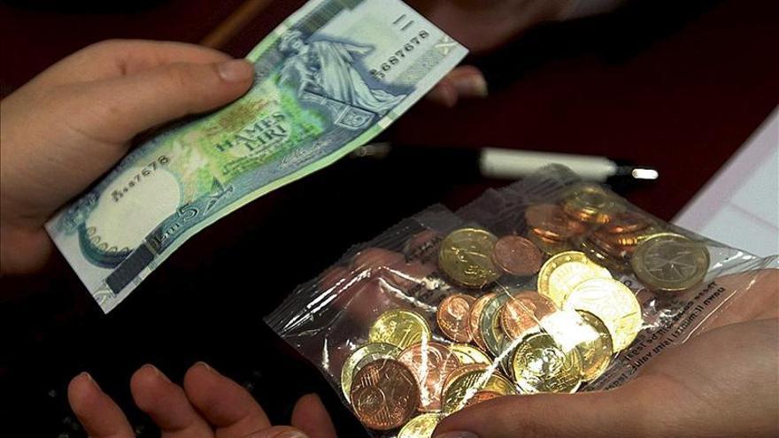 El euro se mantiene en 1,3119 dólares