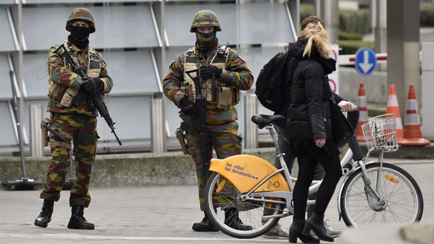 Soldados belgas en las calles de Bruselas el martes.