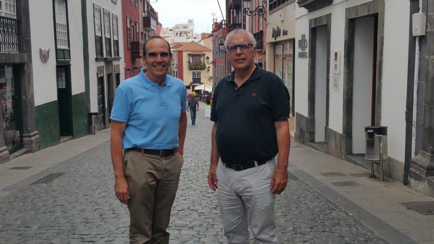 Ángel Caro (i) y Justo Fernández son los responsables de la estrategia turística de La Palma. Foto: LUZ RODRÍGUEZ.