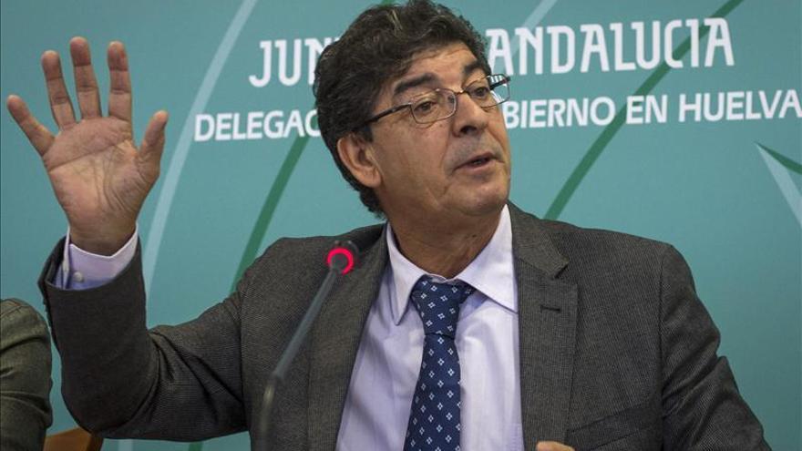 Andalucía estudia garantizar un mínimo de agua y electricidad gratuita