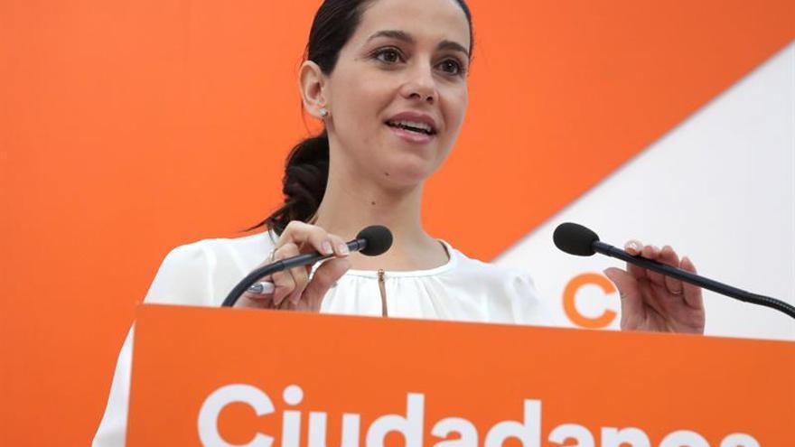 "Arrimadas no ve ""sorpresa ninguna"" que Colau facilite el referéndum ""ilegal"""