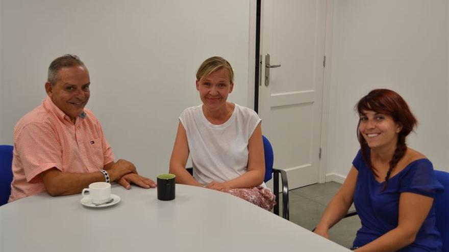 Encuentro con la periodista de la revista digital Migazin