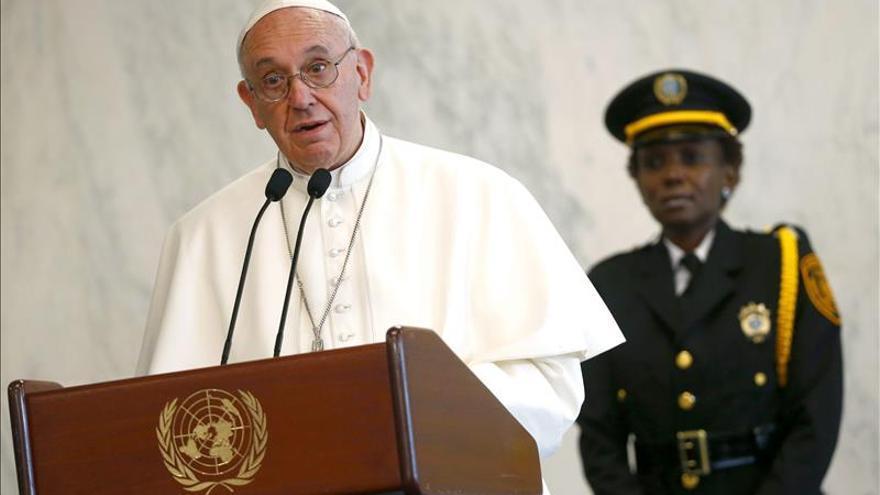 """No a la """"sumisión asfixiante"""" de los organismos financieros internacionales, dice el papa"""