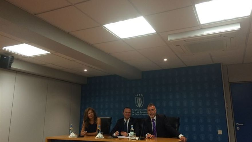 Ornella Chacón, Augusto Hidalgo y Ángel Víctor Torres, en rueda de prensa (EUROPA PRESS)