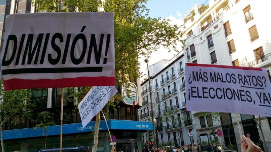 Manifestación en Génova tras la detención de Rodrigo Rato. / Mercedes Domenech