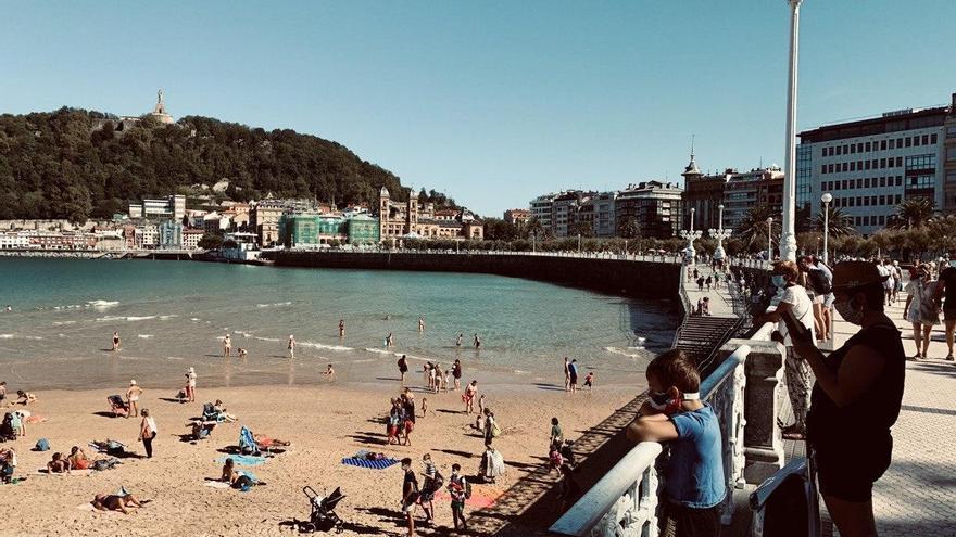Euskadi suma 145 positivos entre menores de 20 años y son ya 198 los centros escolares afectados