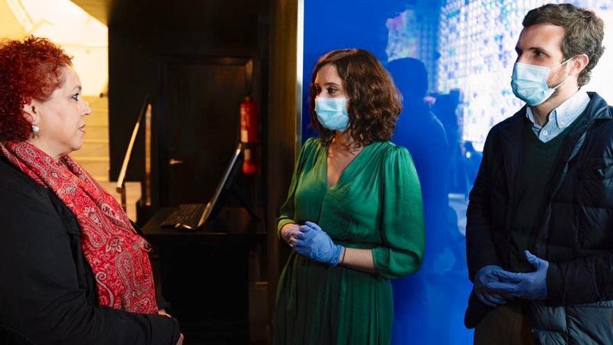 Pablo Casado e Isabel Díaz Ayuso durante su visita al hotel Room Mate Oscar a finales de abril
