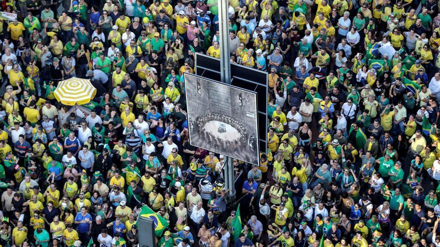 Simpatizantes del presidente brasileño, Jair Bolsonaro, se manifiestaron el domingo en la avenida Paulista, en Sao Paulo.
