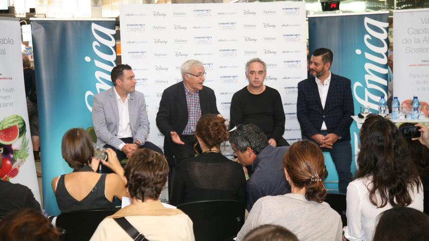 El alcalde de València, Joan Ribó, y el chef Ferran Adriá, al centro de la imagen