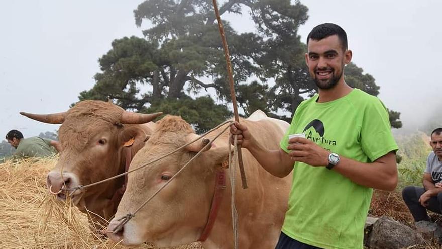 David Reyes Martín con su ganado.