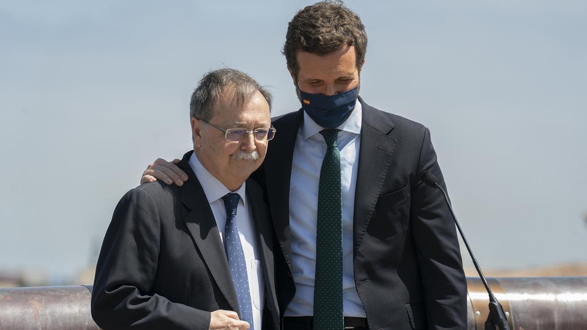 El presidente de Ceuta, Juan Jesús Vivas, junto a Pablo Casado, en una imagen de archivo.
